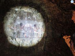 Irene Mofini al lavoro in una tomba egizia
