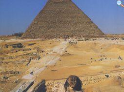 Sfinge, rampa e piramide